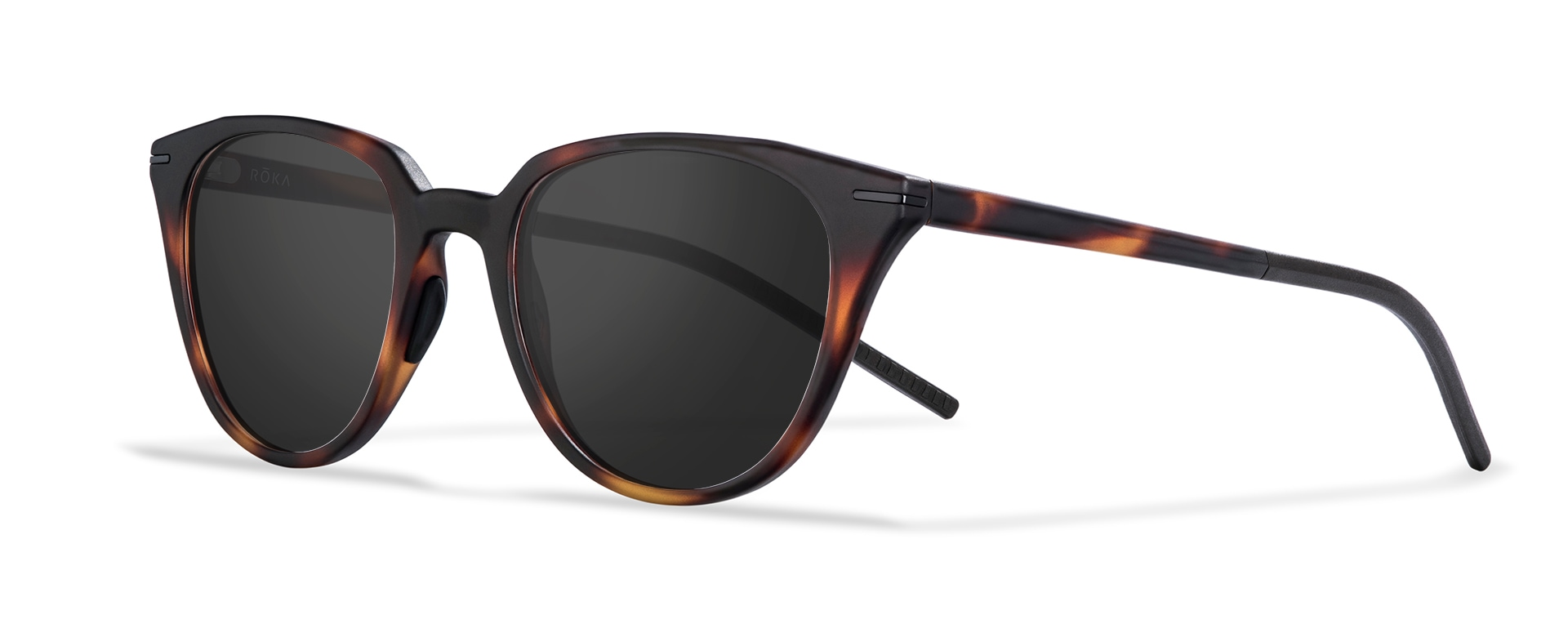 Three-quarter view of the Lola tortoise frame with a dark carbon lens.